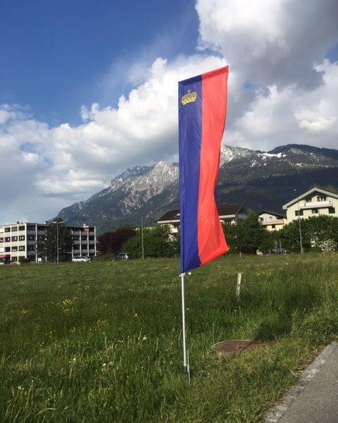 Fahnenset 50x180 cm Fürstentum Liechtenstein Erdspiess Systemhöhe 250 cm inkl. Stange und Erdspiess